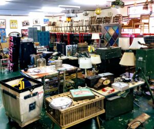 L.A.DEPO kanazawa 倉庫内のイベントコーナーを変更中です